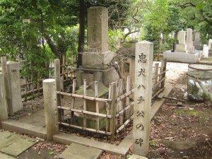 grób prof. Ueno i jego psa Hachiko