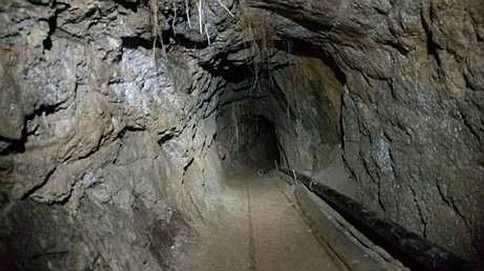 nielegalny tunel między Meksykiem a Kalifornią