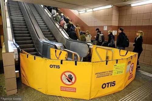 Schody ruchome stacja metraCentrum