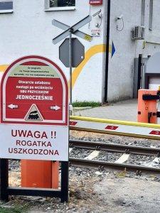 samoobsługowy przejazd kolejowy na trasie WKD w Milanówku