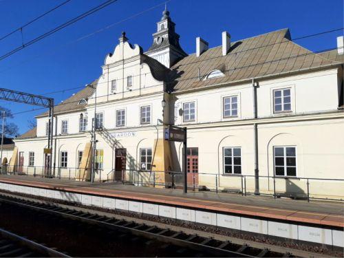 stacja Żyrardów: dworzec