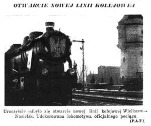udekorowana lokomotywa na stacji w Nasielsku