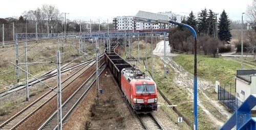 pociąg towarowy zjeżdża z LK8 na LK510