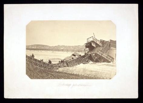 zerwany most na rzece Prut