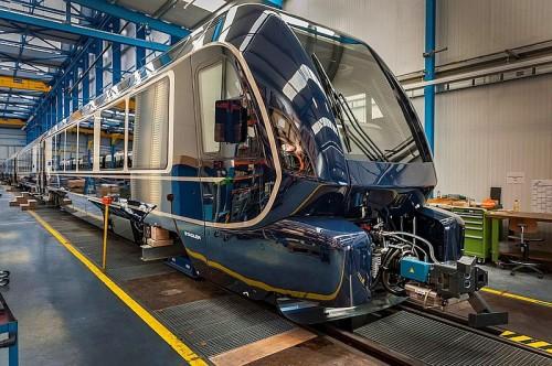 cześciowo kompletny pociąg według projektu Pinifarna