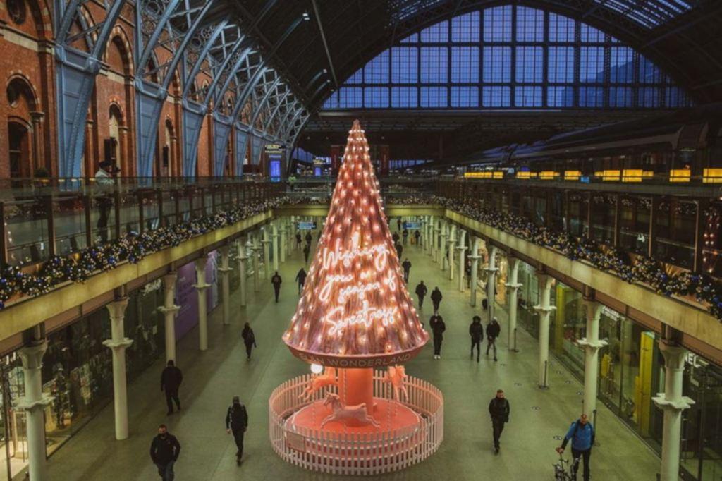 Stacja London St Pancras, końcowa stacja HS1, w okresie świątecznym