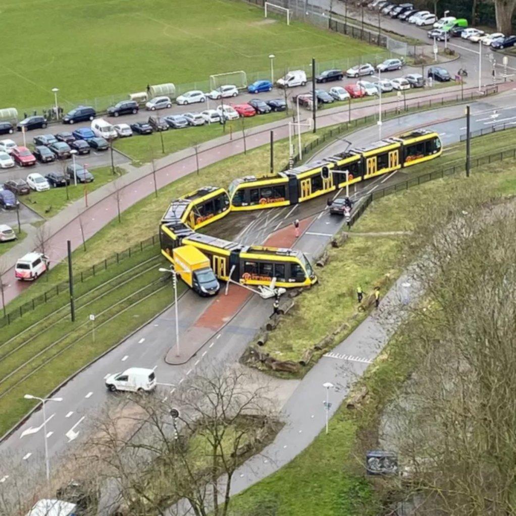 zderzenie tramwaju z ciężarówką w Utrechcie