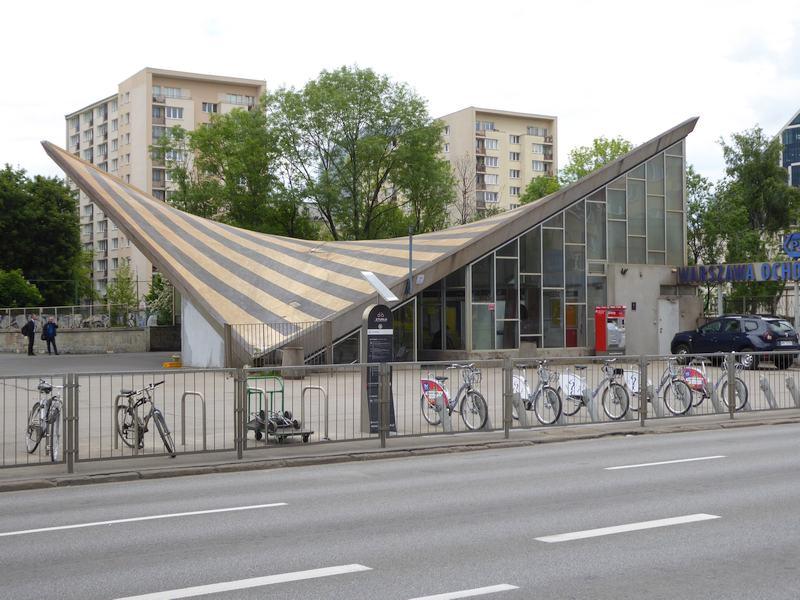 Budynek dworca Warszawa Ochota od strony pl. Zawiszy
