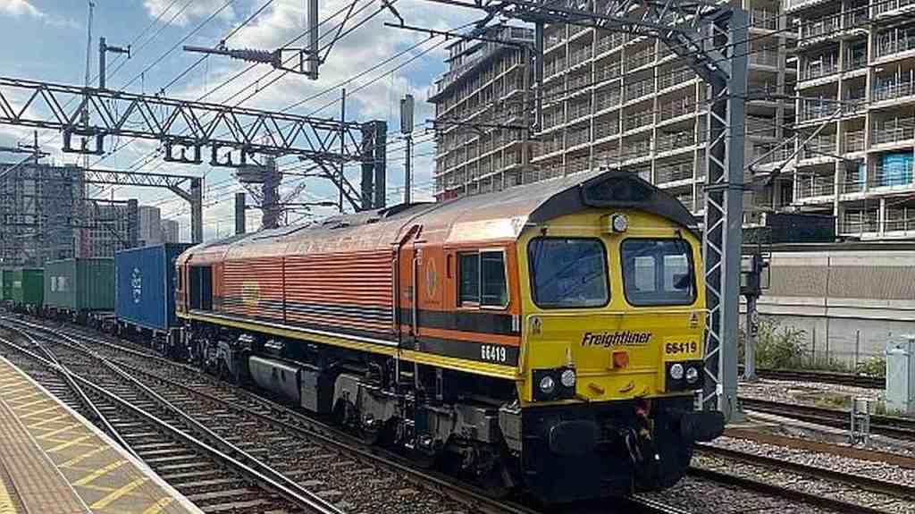 Lokomotywa spalinowa Class 66, należąca do Freightliner